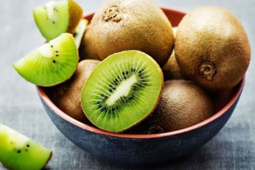 Có nên dùng Kiwi để chăm sóc da, điều trị mụn?