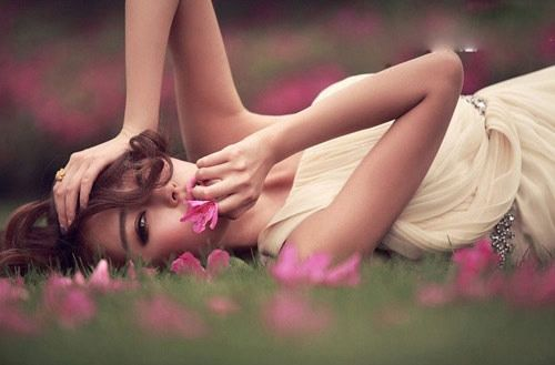 Bạn chỉ có một thanh xuân để sống, một trái tim để yêu, thế nên cứ rực rỡ và xinh đẹp nhất