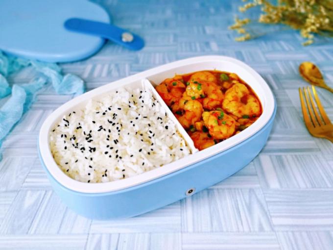 10 phút xong ngay cơm hộp tôm cà ri cho chị em văn phòng