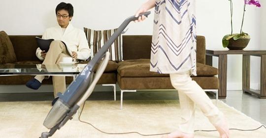 Đi làm 12 tiếng mỗi ngày, tôi vẫn lo hết việc nhà để chồng tập trung sự nghiệp'