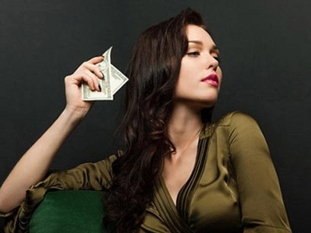 Là phụ nữ, không được nghèo!
