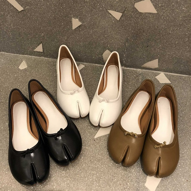 """Item giày búp bê """"móng heo"""" độc đáo khiến giới trẻ Hàn Quốc đổ rầm rầm"""