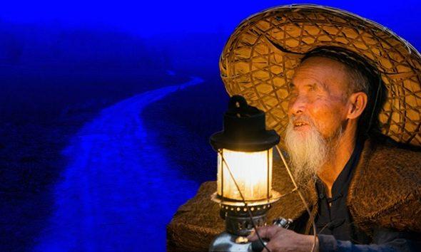 Tại sao người mù cần thắp đèn? 3 bài học sâu sắc cho con người về cách đối nhân xử thế