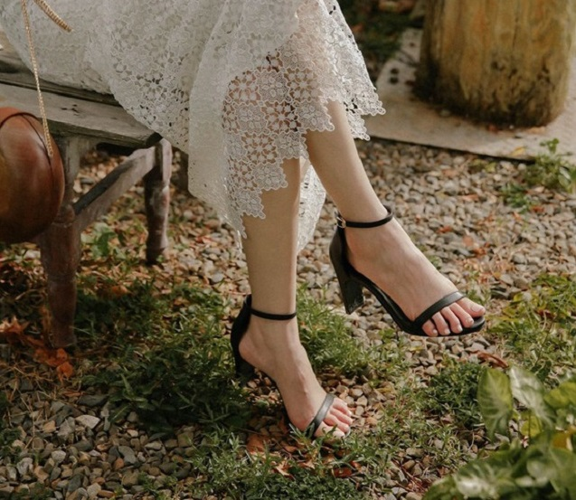 """3 kiểu giày gót thấp nhưng """"hack"""" dáng và tạo hiệu ứng kéo chân dài """"vô đối"""""""