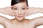 Học ngay phương pháp massage của người Nhật để khuôn mặt thon gọn, da dẻ mịn màng