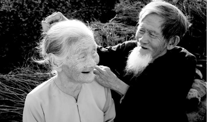 Xấu xí không chê bai, nghèo đói không khinh thường, hoạn nạn không rời bỏ mới là tình nghĩa vợ chồng thật sự