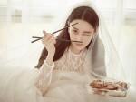 Phụ nữ khôn ngoan bận giữ nhan sắc, đàn bà dại chỉ lo mất chồng