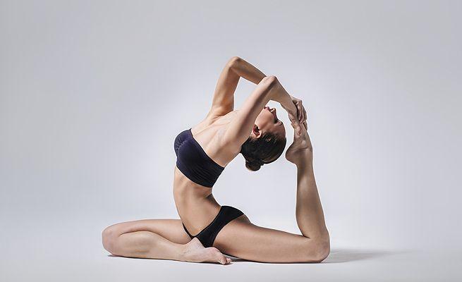 5 động tác yoga đơn giản nhưng mang đến cho bạn vòng 1 căng tròn, nảy nở mà không cần đến dao kéo