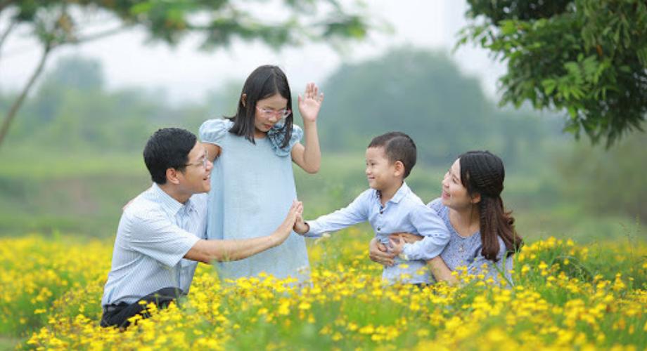 Công thức chung của những gia đình hạnh phúc đều có: Cha được tôn trọng, mẹ được chiều chuộng, con được tiếp nhận
