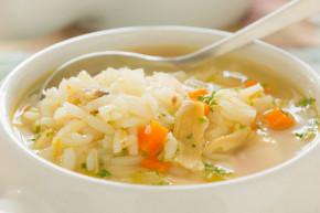 Vì sao không nên chan canh khi ăn cơm?