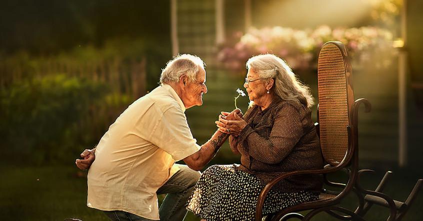 """Hãy yêu thương khi còn có thể, vì cuộc đời này không tồn tại hai chữ """"giá như"""""""