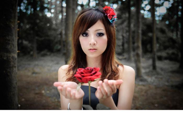 Cách chọn nước hoa hồng cho làn da mặt mỏng manh