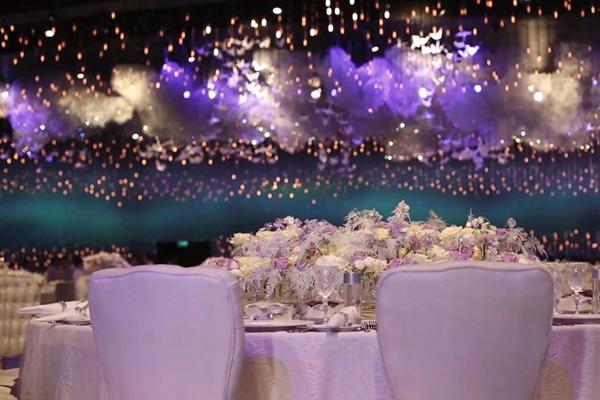 Đám cưới tráng lệ với 65.000 viên pha lê