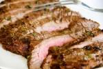 Cách làm bò bít tết ngon hơn nhà hàng