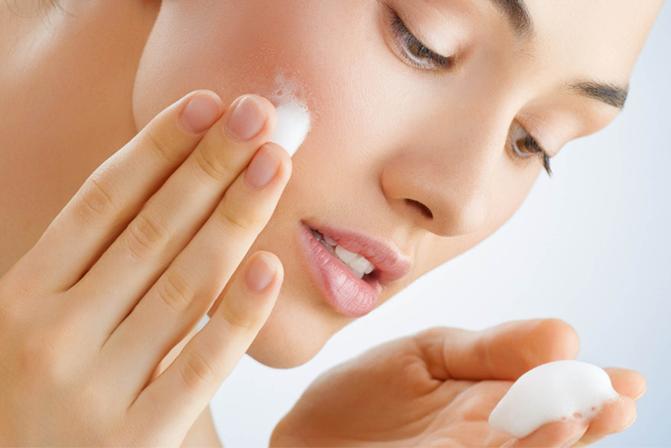 Top 5 sữa rửa mặt tốt nhất dành cho da nhờn và bị mụn