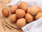 Tối ở nhà luộc trứng gà vừa ăn vừa trị mụn