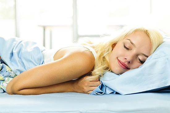 3 thói quen trước khi ngủ giúp chị em trẻ ra 10 tuổi