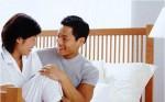 Rơi nước mắt biết lý do chồng đòi nằm phía ngoài giường