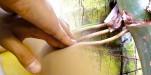 Hướng dẫn 'anh xã' dùng tinh dầu massage Yoni cho 'chị nhà'