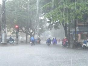 9 điều phải nhớ khi đi dưới trời mưa giông