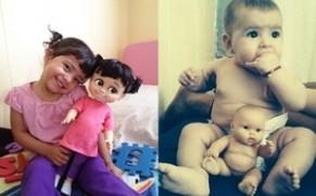 Thích thú với sự giống nhau tới bất ngờ giữa trẻ em - búp bê