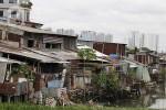 """Cảnh sống nhếch nhác, nguy hiểm tại những khu nhà """"ổ chuột"""" ở Sài Gòn"""