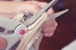 Ám ảnh khi chứng kiến chồng hả hê cắt 30 chiếc váy đẹp mặc đi làm của vợ