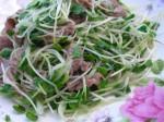 3 bước đơn giản cho món rau mầm trộn thịt bò xào