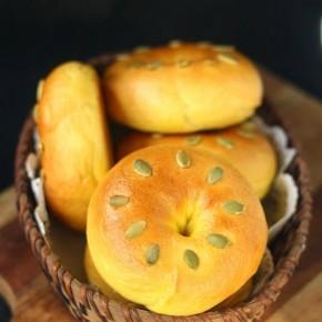 Bánh mì bí đỏ đơn giản, dễ làm