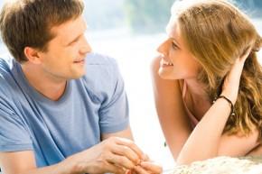 """8 cách người đàn ông nói """"anh yêu em"""""""