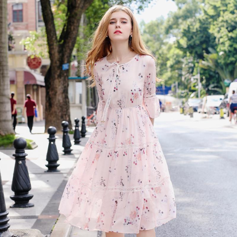 """Điểm danh những kiểu váy hoa cực trendy cho cô nàng """"bánh bèo"""" - ảnh 1"""